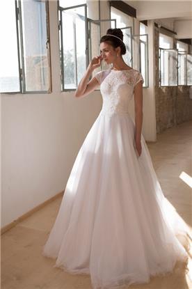 שמלת כלה עם שרוולים קצרים וחצאית מתנפחת