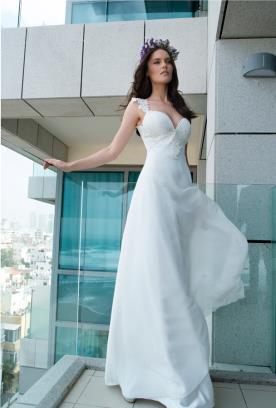 שמלת כלה עם כיווצים בחזה
