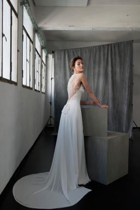 שמלת כלה שובל ארוך וגב עשיר
