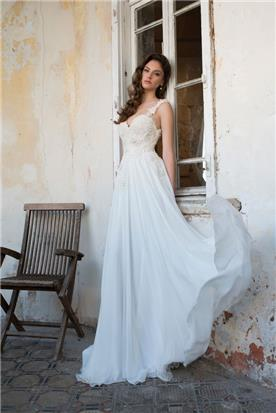 שמלת תחרה עשירה