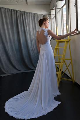 שמלת כלה בשילוב שובל וגב פתוח