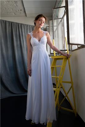 שמלת כלה עם כיווצים וחצאית נשפכת