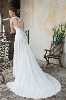 שמלת כלה עם שובל ארוך, שניתן לנתק
