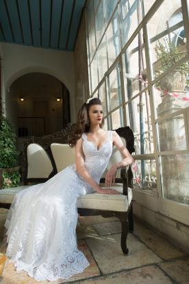 שמלת כלה ארוכה בשילוב תחרה מובחרת