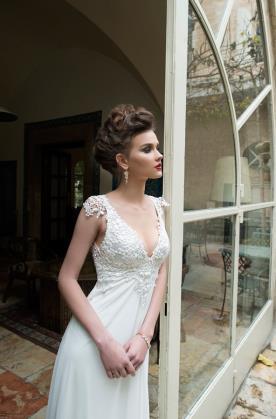 שמלת כלה אלגנטית עם גב פתוח