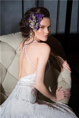 שמלת כלה עם גב פתוח בשילוב שתי רצועות מצטלבות