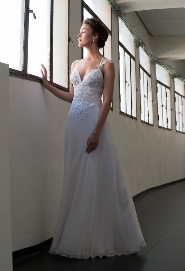שמלת כלה עם תחרה בחלק העליון