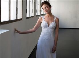 שמלת כלה פתוחה במראה רומנטי