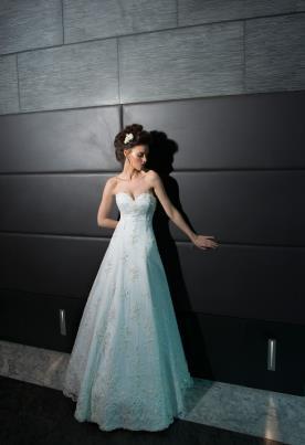 שמלת כלה נפוחה בשילוב מחוך