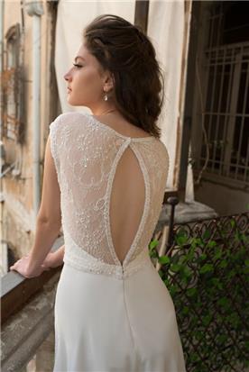 שמלת כלה עם פתח בגב וכפתיים מכוסות