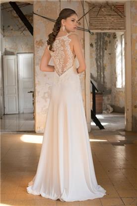 שמלת כלה בשילוב תחרה שקופה בגב