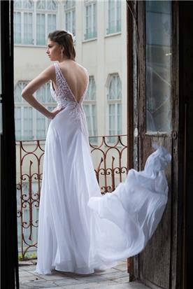 שמלת כלה בשילוב אבני סברובסקי נוצצות