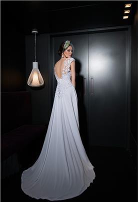 שמלת כלה בשילוב שיפון ותחרה עדינה