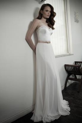 שמלת כלה מחשוף לב קלאסית