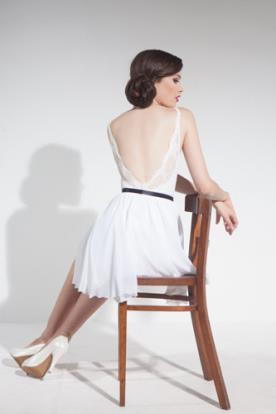 שמלת כלה קצרה גב חשוף חגורה
