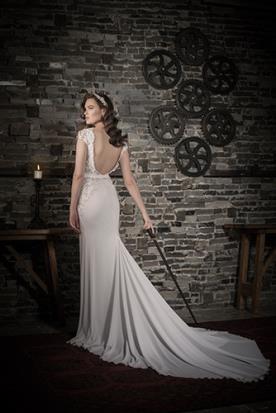 שמלת כלה גב עם חרוזים פתוח