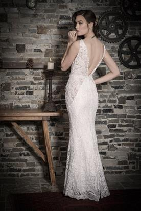שמלת כלה גב V ותחרה פתוחה