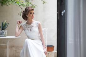 שמלת כלה עם צוארון תחרה וחגורה