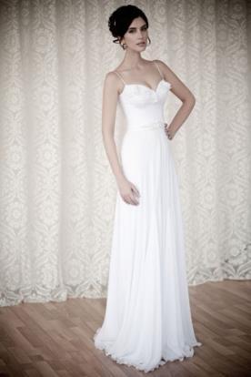 שמלת כלה מלמלה עדינה במחשוף