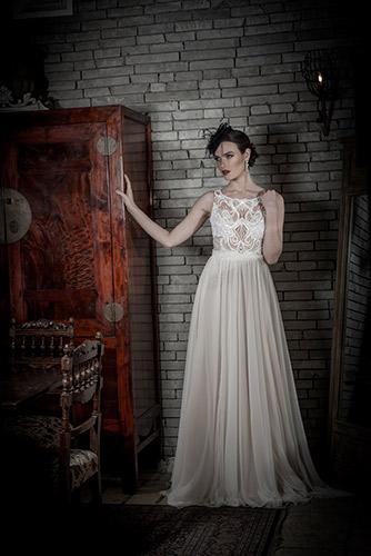 שמלת כלה תחרה וחצאית רחבה