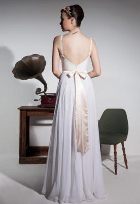 שמלת כלה פפיון בגב הפתוח