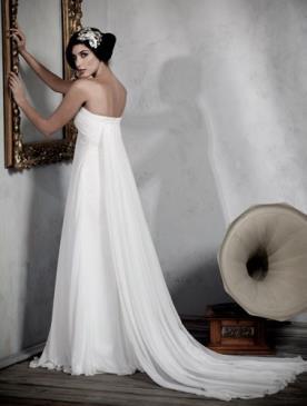שמלת כלה סטרפלס שובל נשפך