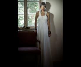 שמלת כלה קולר חרוזים נשפכת