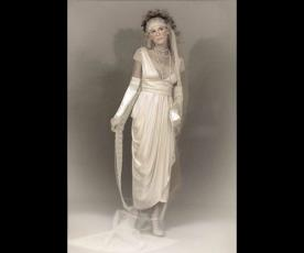 שמלת כלה צנועה קפלים אסימטרים