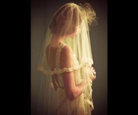 שמלת כלה וינטג' גב חשוף והינומה