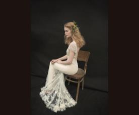 שמלת כלה צמודה שובל תחרה