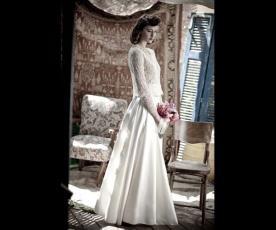 שמלת כלה רפויה תחרה שרוולים