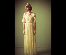 שמלת כלה שרוולים פתח גאומטרי