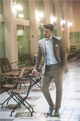 חליפת חתן: חליפת שני חלקים, חליפה בגזרה רחבה, חליפה בדוגמה חלקה, חליפה בצבע חום - חליפות חתן - פיגל