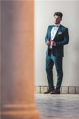 חליפת חתן: חליפה בצבע ירוק, חליפת שלושה חלקים, חליפה בגזרה ישרה - חליפות חתן - פיגל