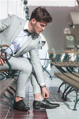חליפת חתן: חליפת שלושה חלקים, חליפה בגזרה ישרה, חליפה בדוגמה חלקה, חליפה בצבע לבן - חליפות חתן - פיגל