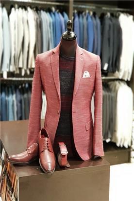 חליפת חתן: קולקציית 2018, חליפה בצבע אדום, חליפה בגזרה ישרה, חליפה בדוגמה חלקה - יומה- YOMA