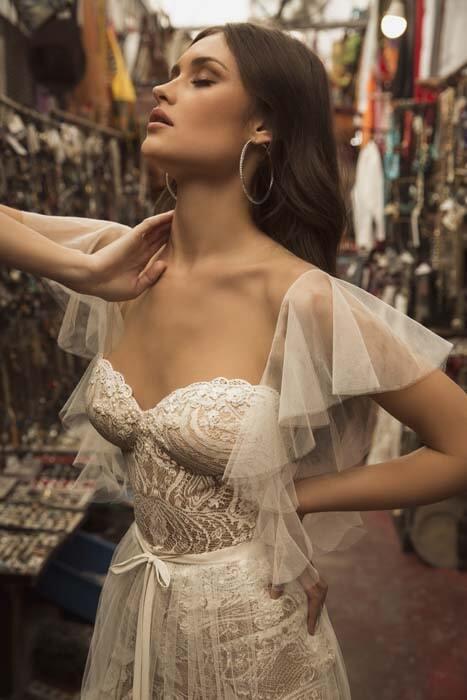 שמלת כלה עם כתפיות דקות