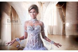 שמלת כלה עם עיטורי יהלומים