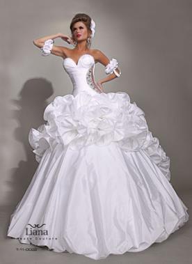 שמלת כלה נפוחה עם כייווצים