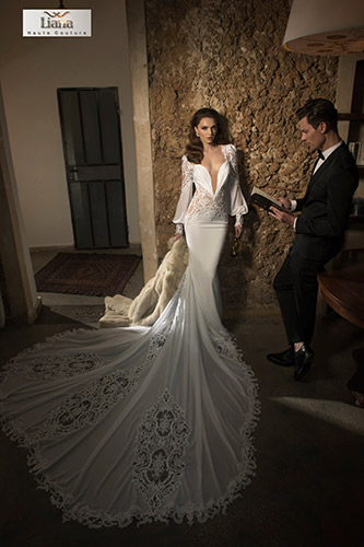 שמלת כלה אלגנטית עם שובל קלאסי