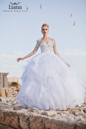 שמלת כלה מעוטרת פרנזים