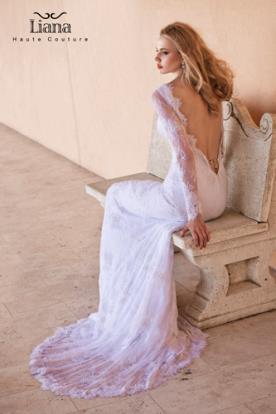 שמלת כלה עם מחשוף V בגב