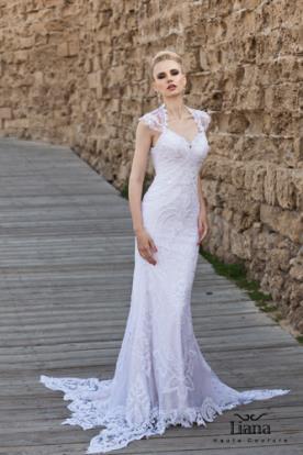 שמלת כלה עם שובל מפוסל