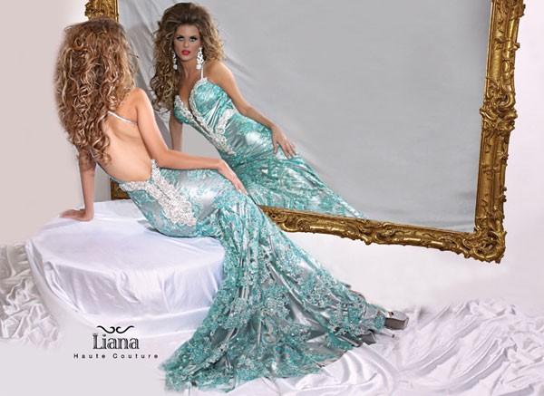 שמלת ערב עם מחשוף משובץ