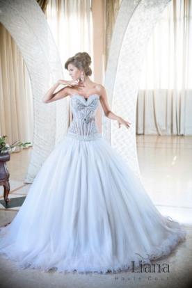שמלה עם מחוך לגזרה מחמיאה