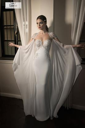 שמלת כלה רומנטית עם שכמייה