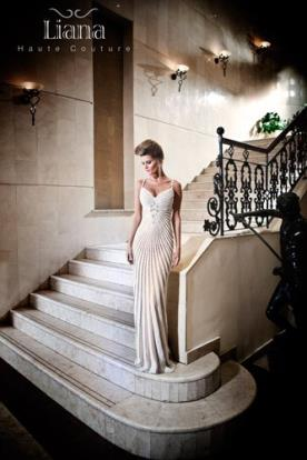 שמלת כלה רומנטית מעוטרת פסים