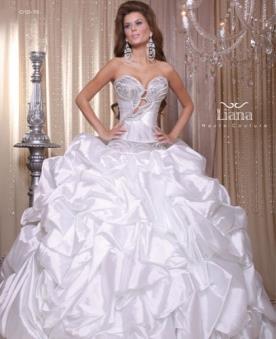 שמלת כלה מלכותית עם כיווצים