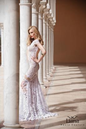 שמלת כלה עדינה עם גב חשוף