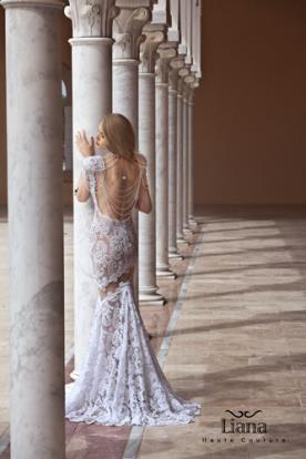 שמלת תחרה עם גב מעוטר